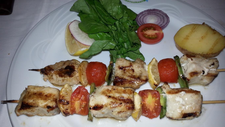 und leckerem Essen: Thunfischspieß