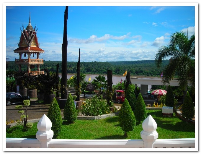 Wat Tham Khuha Sawan - Khong Chiam - Ubon Ratchathani Province - View down to the Mekong River