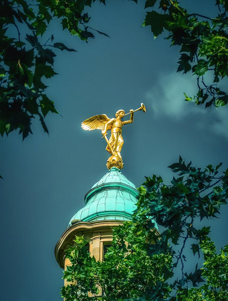 Engel über der Stadt Photoeternity