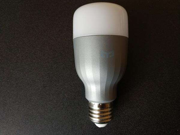 Présentation de l'ampoule connectée Xiaomi Yeelight RGB : contrôler la lumière avec un smartphone ou à la voix