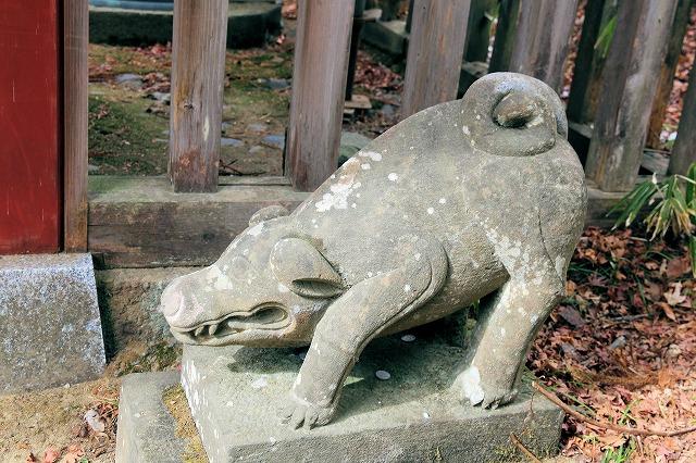 武蔵御嶽神社の狛猪 東京都青梅市