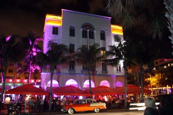 Art Deco Viertel bei Nacht (Miami)