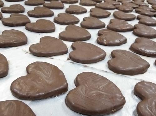 今日のおせんべい チョコレート掛けハートせんべい