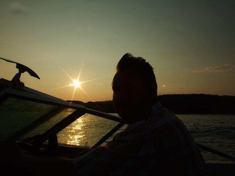 .............. die Sonne geht unter.......
