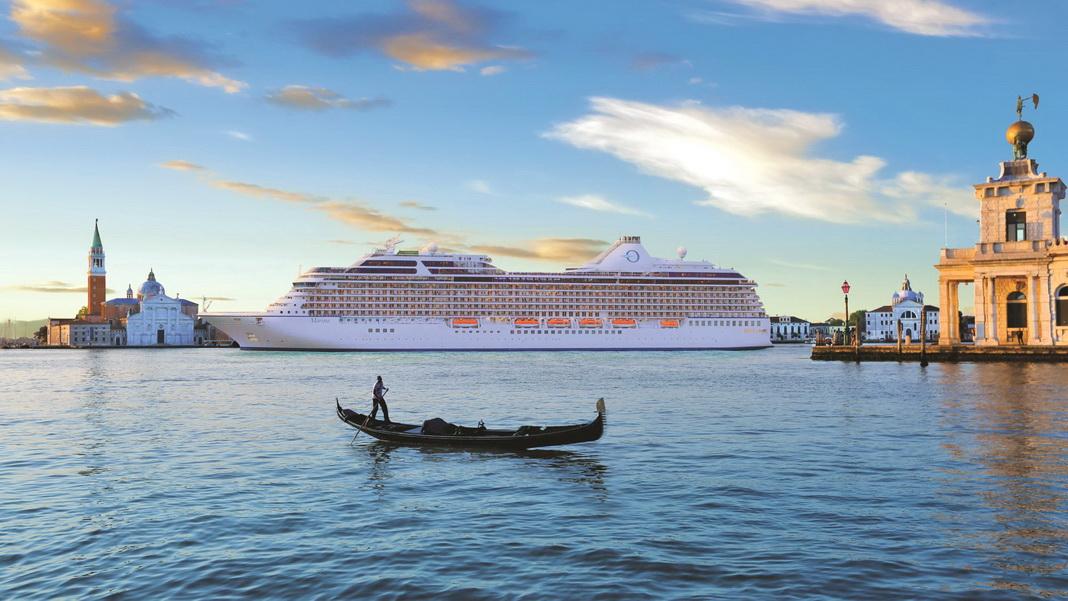 """MS """"Marina"""" in Venedig (c) Oceania Cruises"""