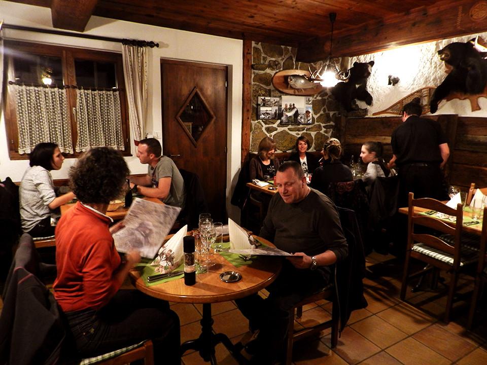 La salle à manger peut contenir 35 personnes