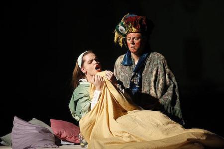 Marelize Gerber (Frau des Kaufmanns) & Michael Schwendinger (Der Kaufmann) in Der Apfel aus Basra - M Kranebitter Photo: Andreas Friess ©