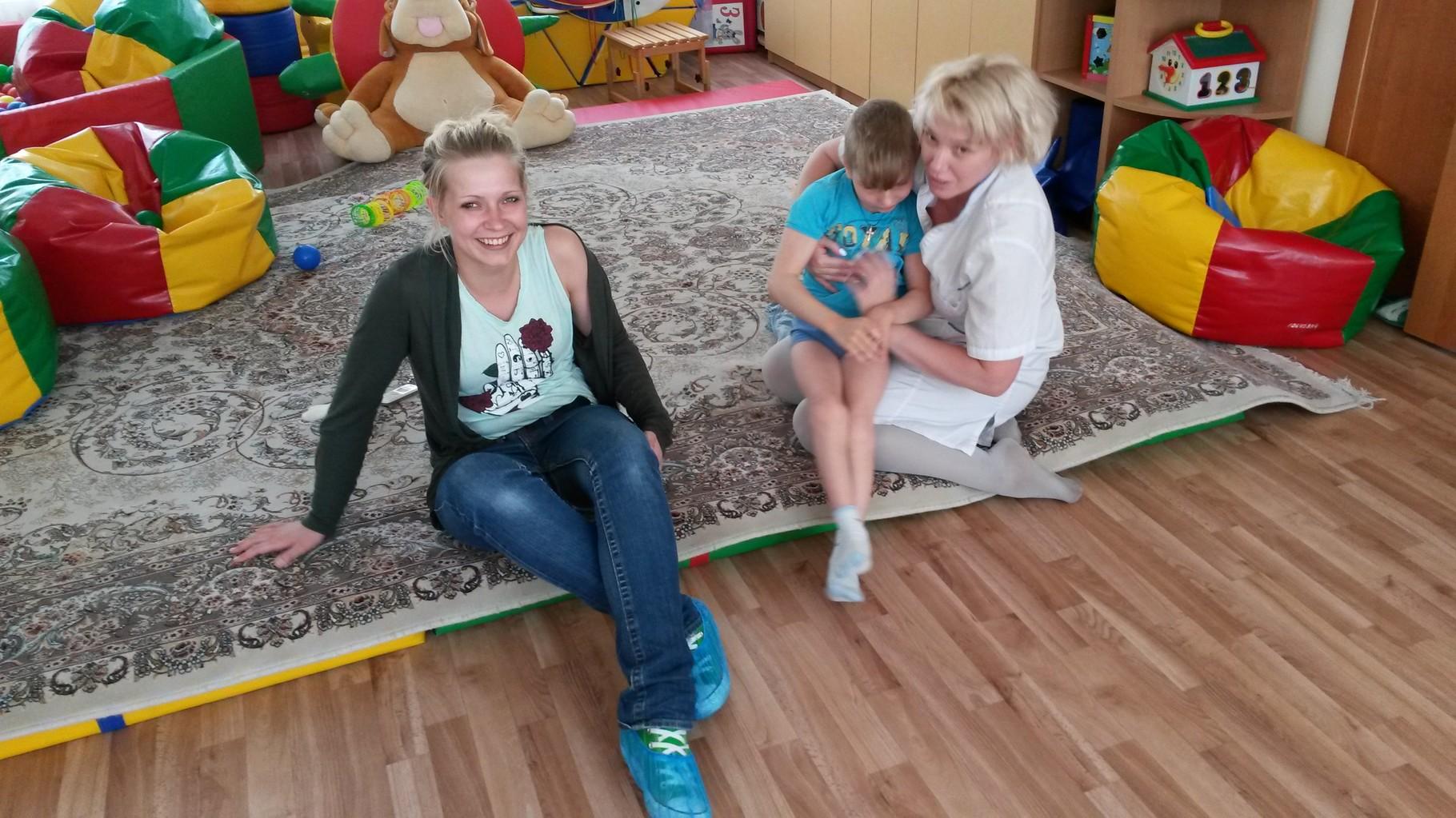 Leonie im Reha Zentrum für schwerstbehinderte Kinder