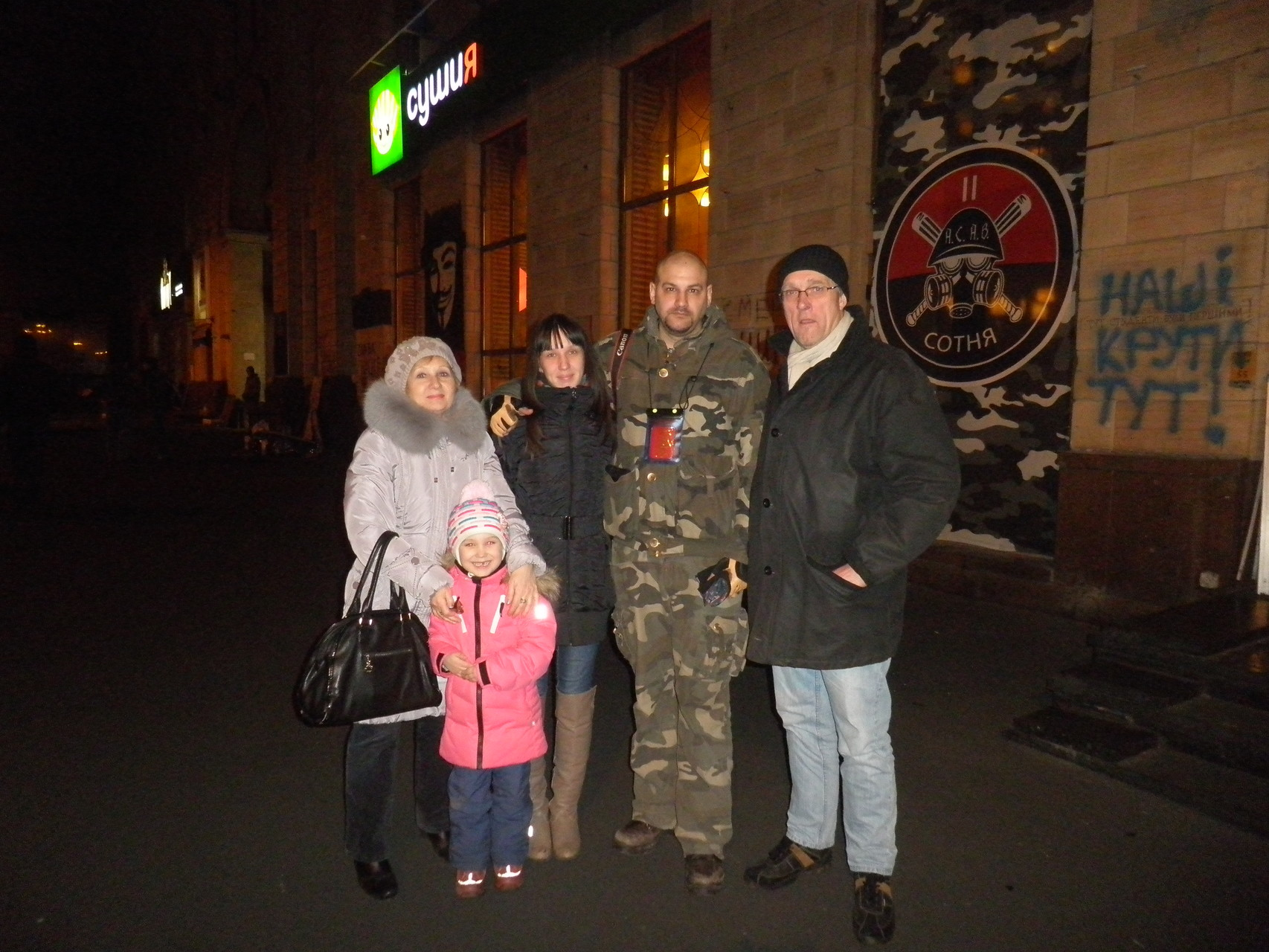 Tamara, Oli und Sascha mit Familie in der Nähe vom Maidan 26.04.2014