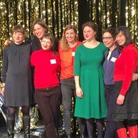 Ein Gruppenfoto der Speaker:innen, u.a. Lisa Kopt, Nicola Brahnkamp, Angelika Zacek und France-Elena Damian