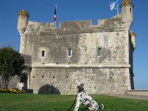 vor dem Musée Jean Cocteau in Menton