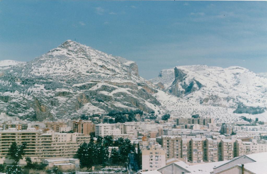 自宅窓から/アルコイの山の雪景色