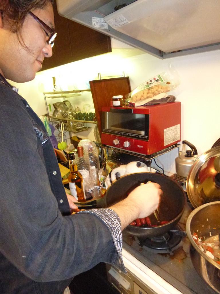 鍋ができるまで、差入の鹿肉のチョリソで『つなぎ』/これ、旨い!