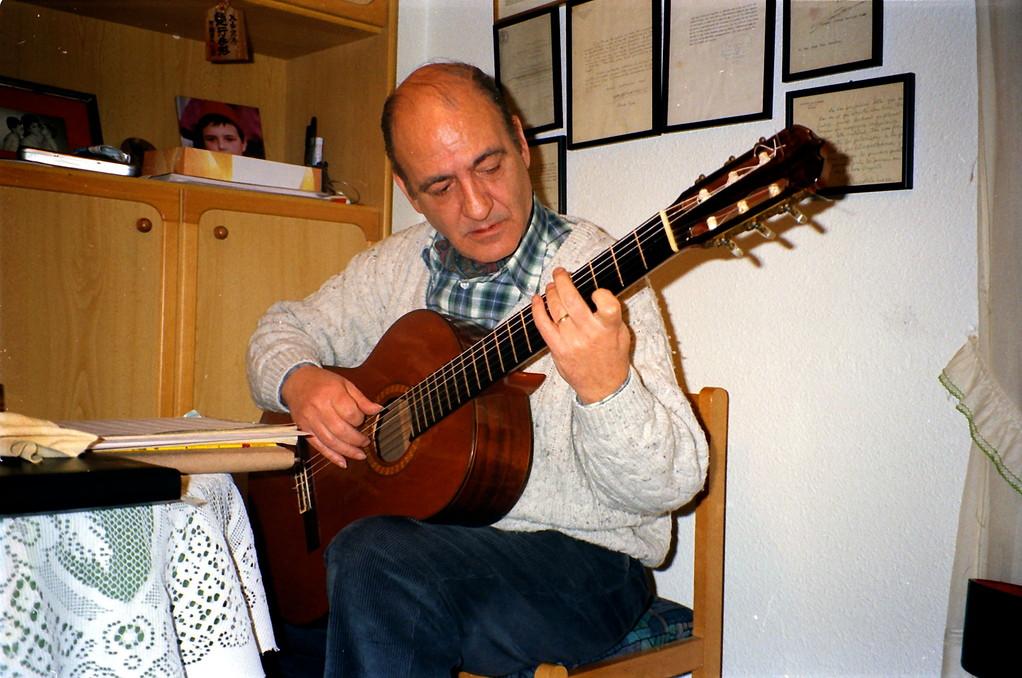 マエストロ Jose Luis Gonzalez/1995.自宅レッスン室にて。