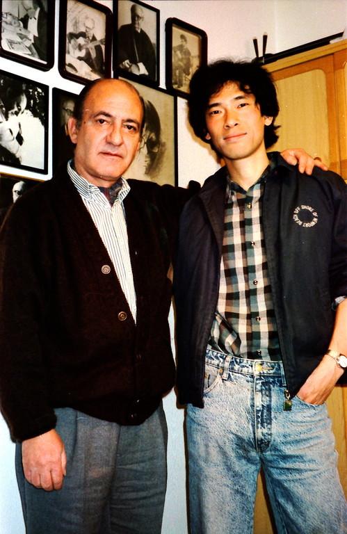 1991.マエストロと記念撮影/自宅レッスン室にて。