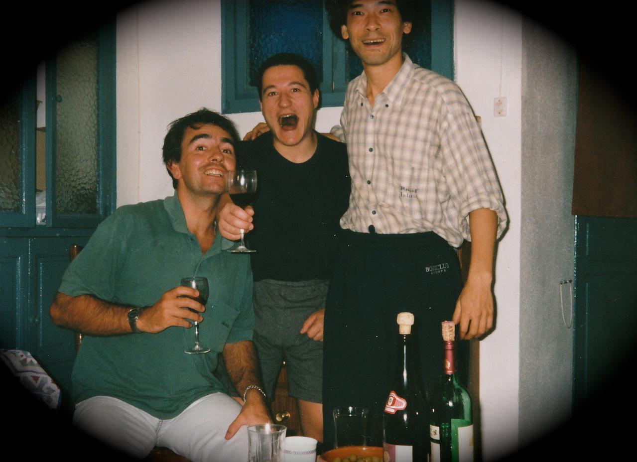 友人/ホセ、アンヘルと(皆、かなり酔っぱらってる)