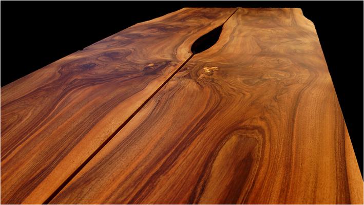 Tisch Nr. 3, Nussbaum geölt mit Metallfuß; Maße nach Kundenwunsch (z.Bsp. 2,55m x 0,92 m EUR 5.800,-)