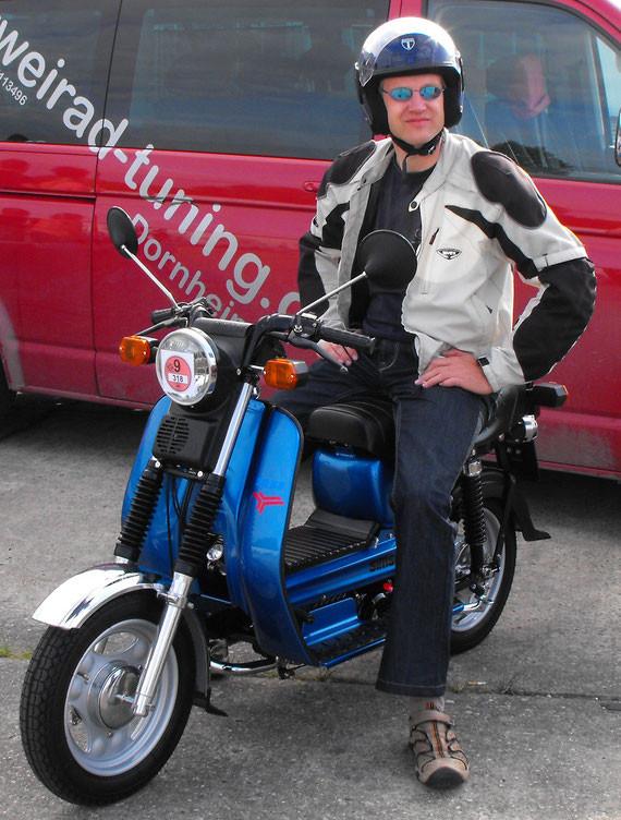 Bild: Simson,SR50,Restauration,Anlasser,verchromtes Vorderradschutzblech,Chrom,metallic blau