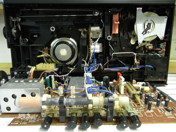 Bild: RFT KR 660,Kassettenrekorder,Kassettenrecorder,Radio,DDR,RFT,Reparatur,Restauration,Defekt,Überholung,Ersatzteile,instandsetzen,reparieren,überholen,aufarbeiten,kaputt