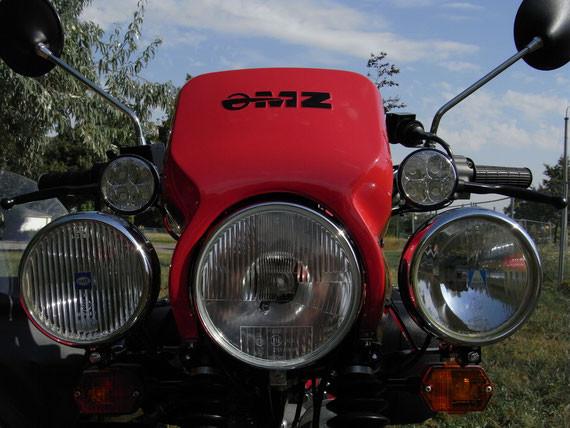 Bild: MZ,ETZ251,Gespann,Seitenwagen,Superelastik,Restauration,Scheinwerferanlage,LiMa Zusatzscheinwerfer,Fernlicht,Nebelscheinwerfer,Tagfahrleuchten,Tagfahrlicht,Lampenverkleidung,rot,Spiegel,Blinker,VW Golf