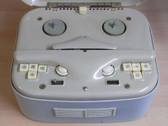 Bild: RFT KB100,Tonband,Radio,DDR,RFT,Reparatur,Restauration,Defekt,Überholung,Ersatzteile,instandsetzen,reparieren,überholen,aufarbeiten,kaputt