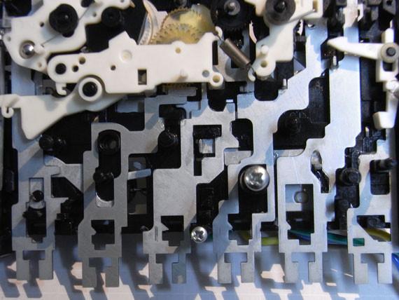 Rückseite: Montage der neu gefetteten Laufwerksteile