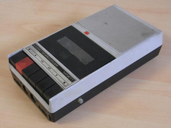 Bild: RFT Minett,Kassettenrekorder,Kassettenrecorder,Radio,DDR,RFT,Reparatur,Restauration,Defekt,Überholung,Ersatzteile,instandsetzen,reparieren,überholen,aufarbeiten,kaputt