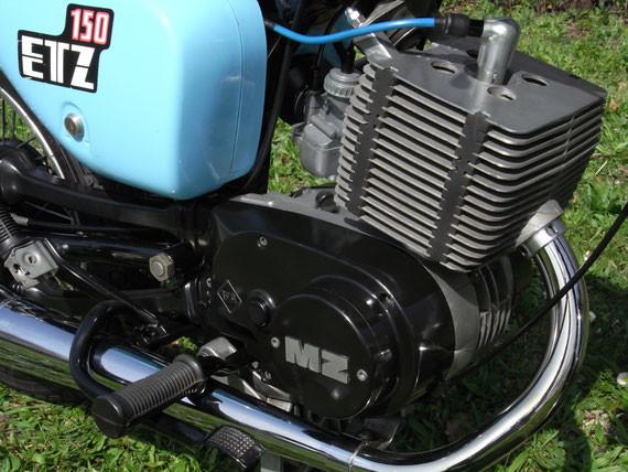 Bild: MZ,ETZ150,Originalzustand,kristallblau,Krümmer,Auspuff,Motor,Seitendeckel,Zylinder