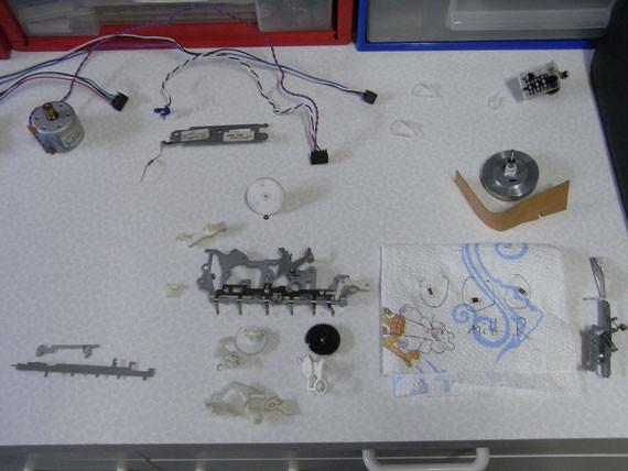 Rückseite:  demontierte, zu reinigende Einzelteile - Teil 2