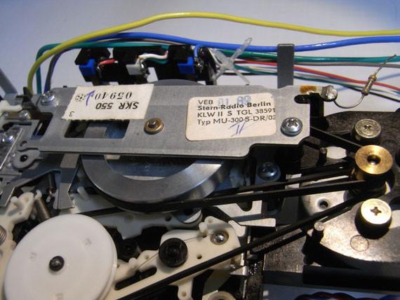 Rückseite: Antriebs- und Vorgelegeriemen erneuert