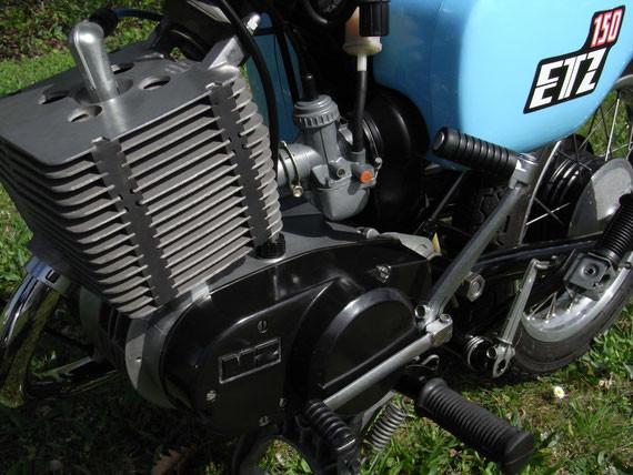 Bild: MZ,ETZ150,Originalzustand,kristallblau,zwei Motorvarianten,12PS Variante,Haltbarkeit,Laufkultur,14PS Variante