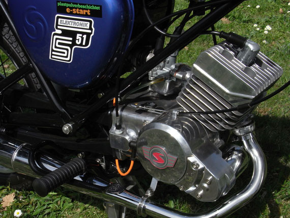 Bild: Simson,S51,Restauration,Anlasser,Krümmer,Chrom,Aluminium,poliert,Motor,Rahmen,Unterzug,Streben,Auspuff