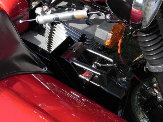 Bild: MZ,ETZ251,Gespann,Seitenwagen,Superelastik,Restauration,hydraulischer Lenkungsdämpfer,Reibungsdämpfer,LSL,Blinker,Zylinder,Reservekanister