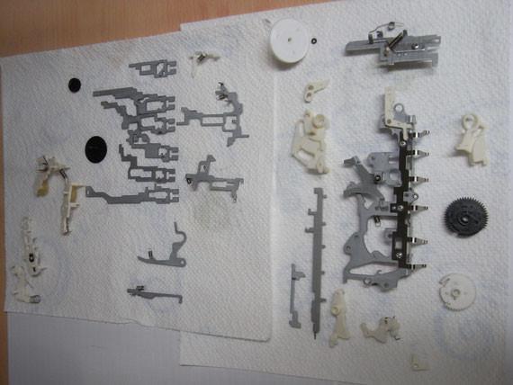 Rückseite: gereinigte einbaufertige Laufwerksteile