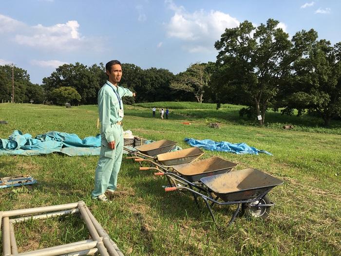 千葉市埋蔵文化財調査センターの松田光太郎さんが調査地点を詳細に説明