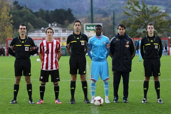 Ander Artabe, como capitán del Athletic en la pasada NextGen Series. Foto: www.athletic-club.net