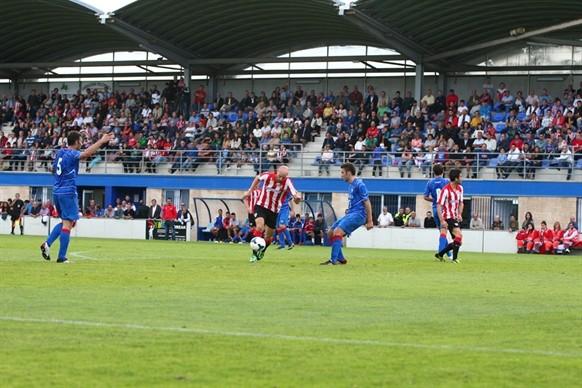 El Amorebieta perdió por 0-4 el pasado miércoles en Urritxe en un amistoso homenaje ante el Athletic. Foto: www.athletic-club.net