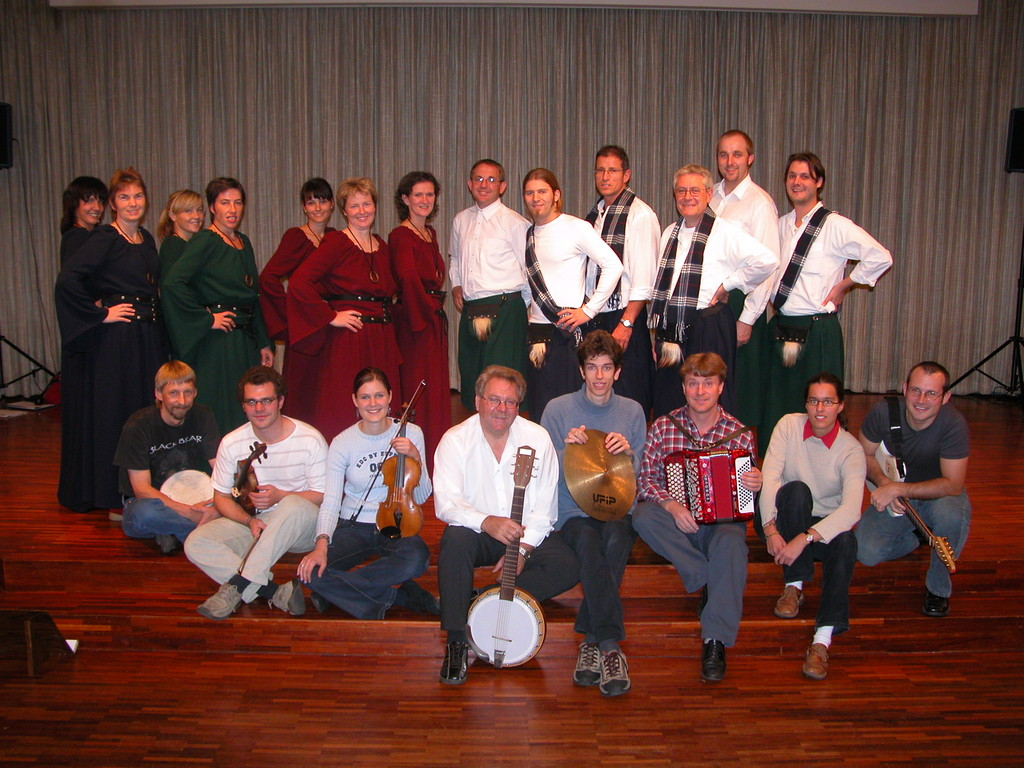 2004 Mitwirkende Irish voice im Pfarreizentrum