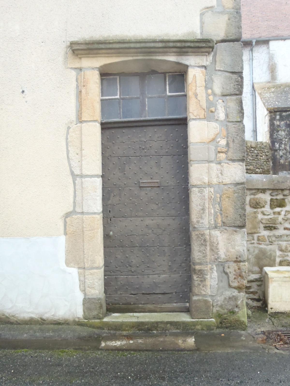 l'ancienne porte d'entrée du presbytère