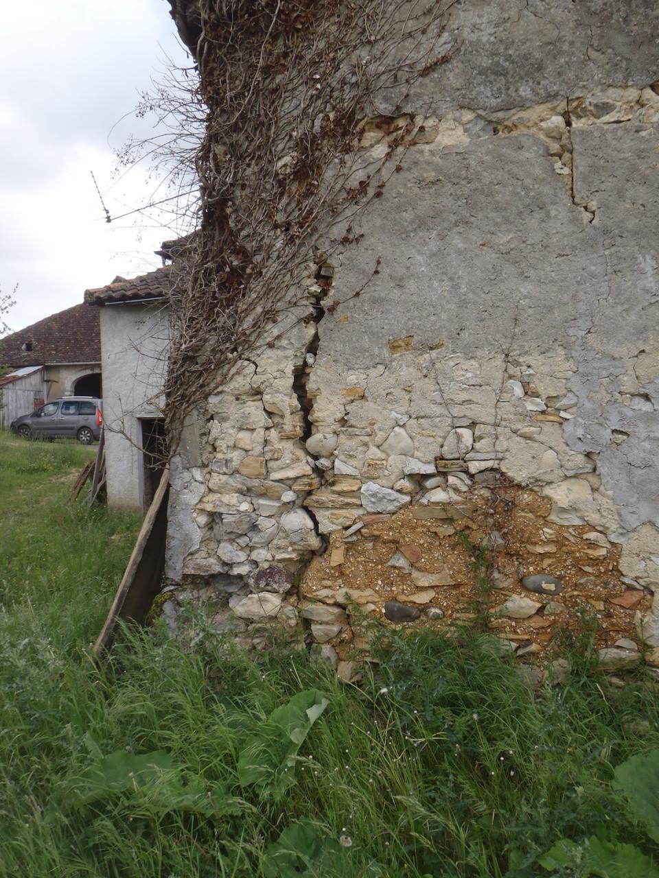l'angle du mur est fragile...