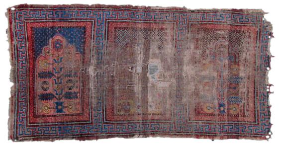 Saf, Fragment eines Reihengebetsteppichs, Khotan, Tarim Becken Westchina 1. Hälfte 19. Jahrhundert 178 x 92 cm