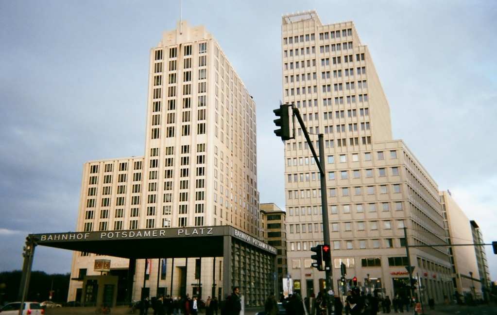 同じポツダマー広場とはだれも思えないでしょう。2011年!