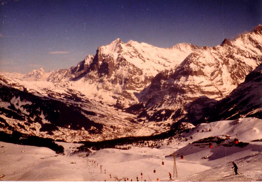 スイスの高い高いアルペンの山々!スキー場でさえ海抜2800メーター!