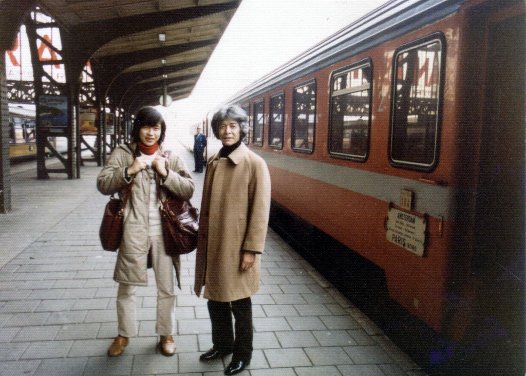 オランダの首都 アムステルダム 1982年1月 お隣はお元気だった桐朋学園時代の恩師   平吉先生(作曲家)