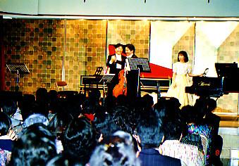 東京ムジカの鶴勝氏(チェロ)と!彼とは日本中色々な所でコンサートしました。