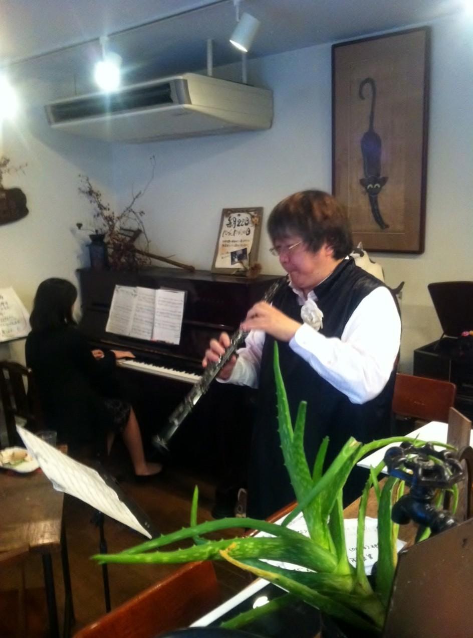 広島市中区本川町カフェ「木もれび」コンサート