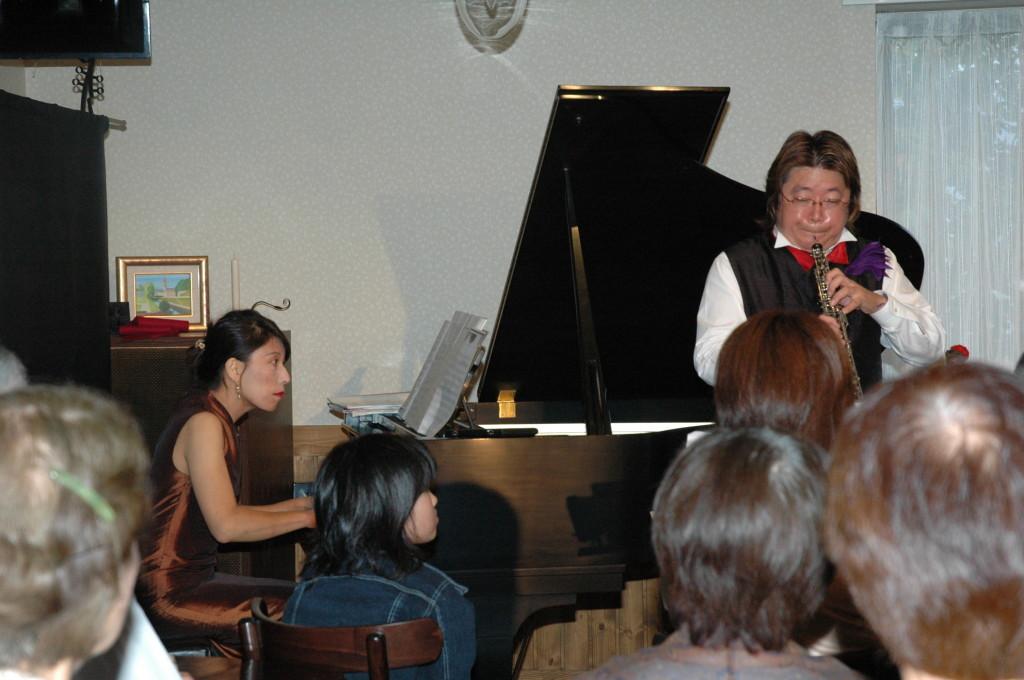 広島県熊野町(筆の里として全国に有名)にある手作りケーキのお店「ふくえどう」でのコンサート 2005年の6月25日でした