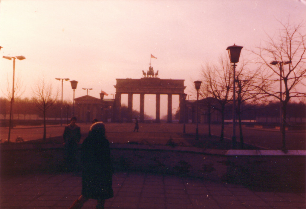 これは東ベルリン側から見たブランデンブルグ門、これが東西国境!