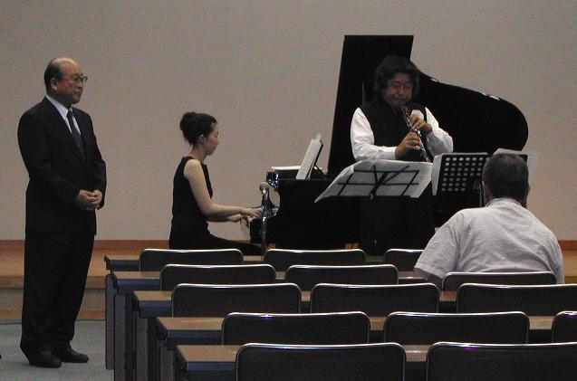 2004年8月10日 17日 24日広島市民病院講堂 歌(テノール)、オーボエ、ピアノの三重奏による楽しいアフタヌーンコンサート