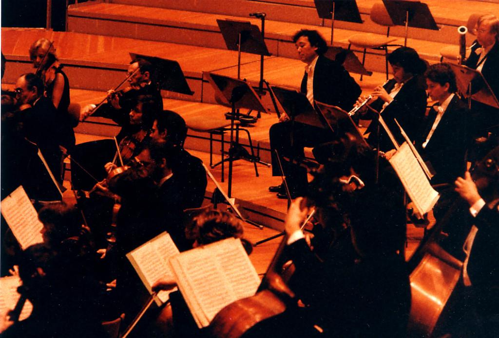 1988年4月2日das sinfonie orchester berlinで演奏してた頃です。場所.フィルハーモニー